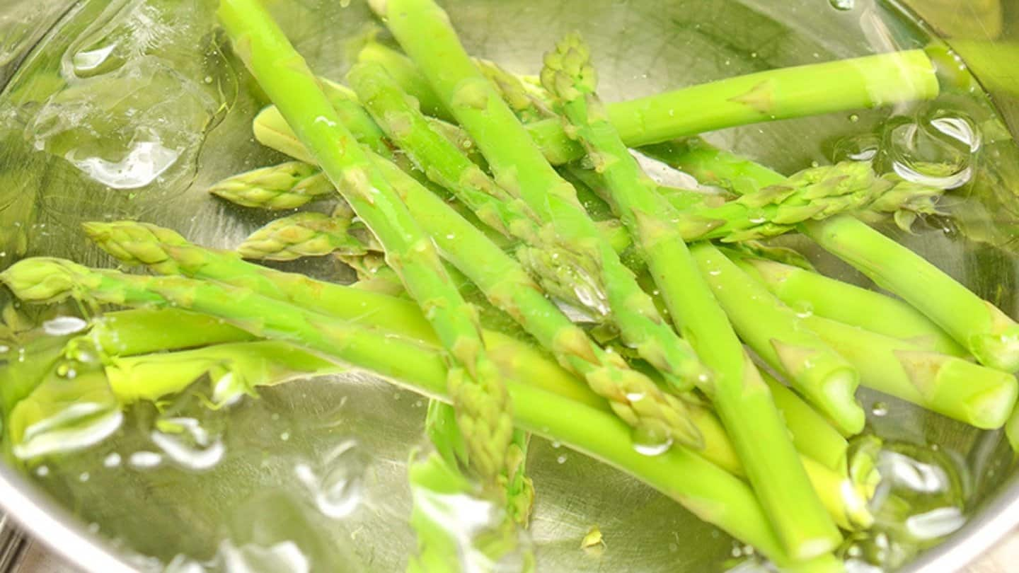 asparagus in iced water